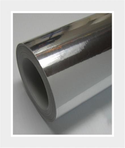 Sticker auf glänzender Silberfolie